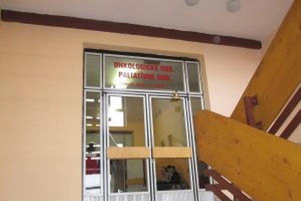 Onkologické oddelenie 1. júla 2011 v dovtedajšej podobe skončilo. Zostala ambulancia a stacionár.