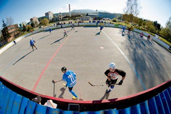 Hokejbalové ihrisko v Čadci bude mať pätnásť rokov.