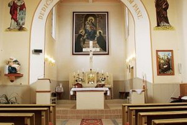 Polícia zatiaľ nezistila páchateľa, ktorý vyčíňal v kostole.