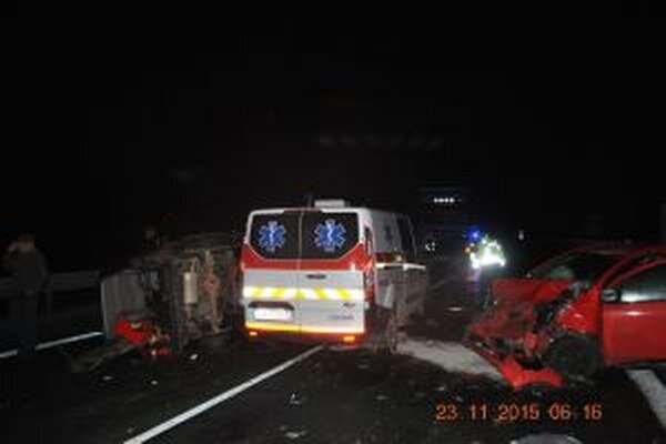 Dopravná nehoda si vyžiadala šiestich zranených.