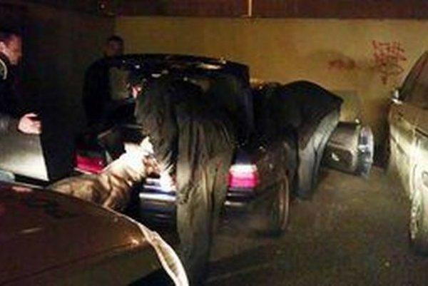 Zatiaľ najväčšiu zásielku drog zachytili čadčianski policajti v stredu na sídlisku Kýčerka.