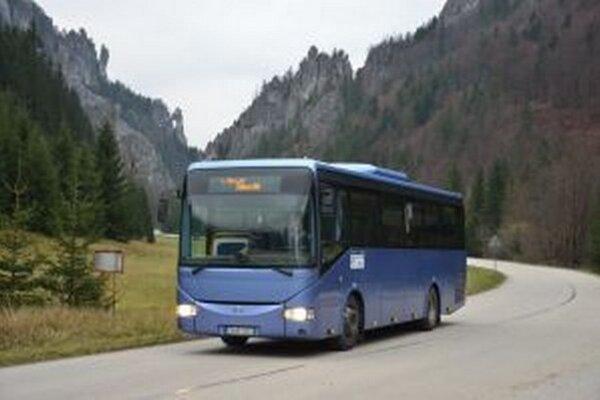V rámci celoštátnych zmien v pravidelnej autobusovej doprave dôjde od 13. decembra k niektorým úpravám cestovných poriadkov v prímestskej autobusovej doprave.