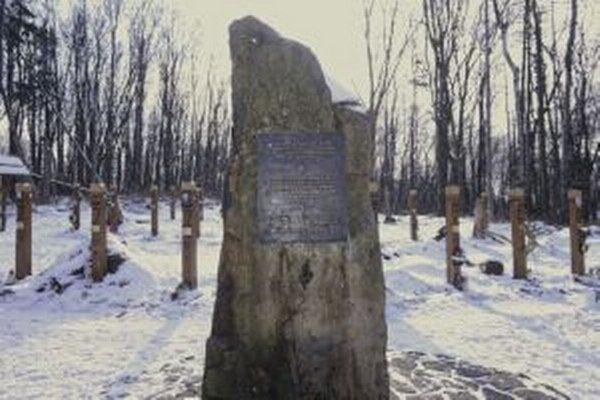Na pamiatku tragickej udalosti stojí od roku 2007 v obci pamätník.