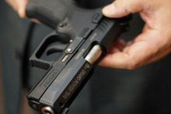 V českých obchodoch so zbraňami, nábojmi podľa informácie českých médií zaznamenali zvýšený výskyt zákazníkov.