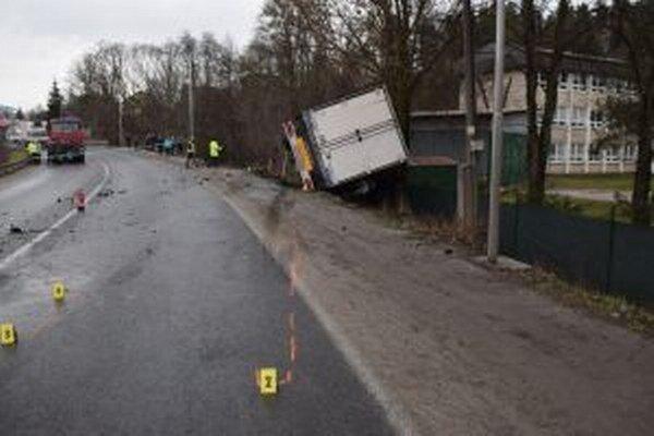 Pri nehode zahynula 66-ročná žena.
