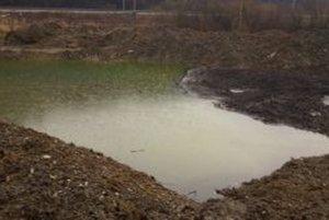 Obyvatelia sa obávajú znečistenia vôd.