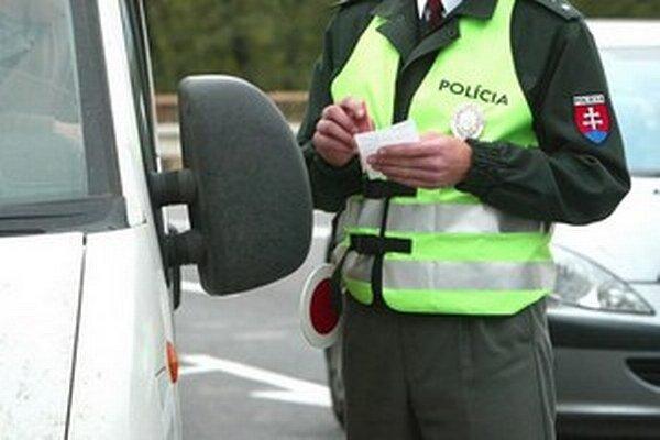Polícia pokračuje v osobitných kontrolách.