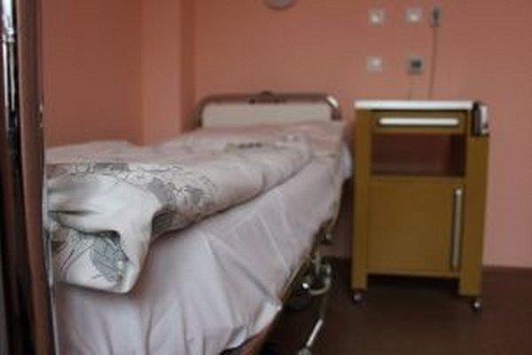 Muža, ktorý je hospitalizovaný v rakúskej nemocnici, zatiaľ prostredníctvom polície nikto nehľadal.