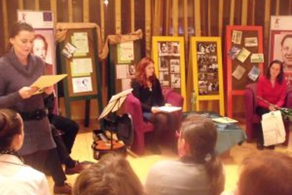 Víťaznú prózu Zuzany Brossmannovej Dve tváre čítala Zuzana Gacíková.