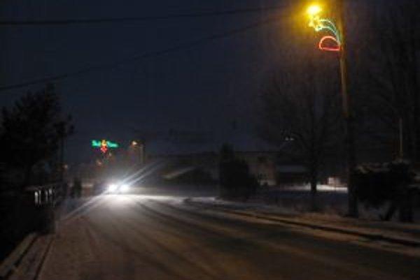 Mestá sa aj pred týmito Vianocami rozsvietili.