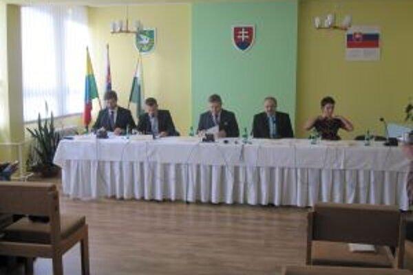 Na zasadnutí vlády, ktoré bolo nedávno na Kysuciach, hovorili aj o odkanalizovaní strednej časti regiónu.