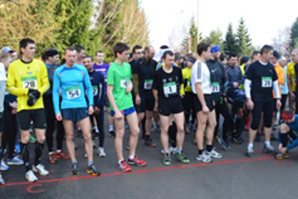 Na štart sa postavilo rekordných 83 bežcov.