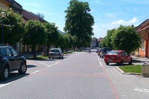 Za parkovanie na ulici Belnaského sa už od 1. mája platí.