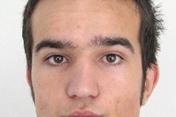 Polícia pátra po nezvestnom 24-ročnom nezvestnom Júliusovi Riečičiarovi z Čadce.