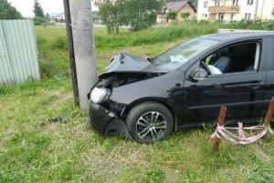 Na vozidle vznikla škoda vo výške 8-tisíc  €, na stĺpe elektrického vedenia  za 100 €.