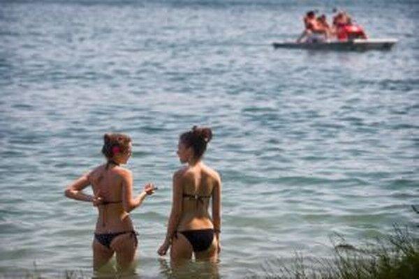 Veľmi dôležité je vchádzať do vody pomaly a ovlažovať sa postupne.