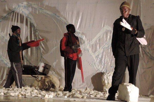 Jedna z najoriginálnejších osláv divadla – nigerijskí ochotníci naštudovali Dobytie severného pólu od Járu Cimrmana.