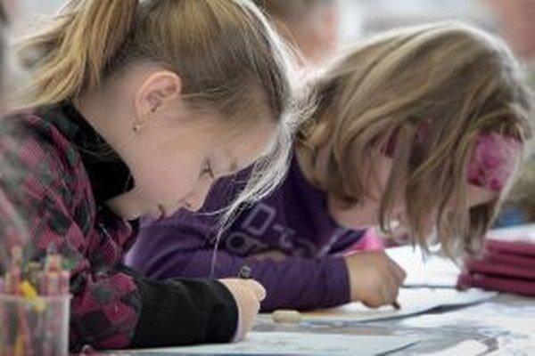 Začiatok školského roka komplikuje v niektorých školách nedostatok učebníc.
