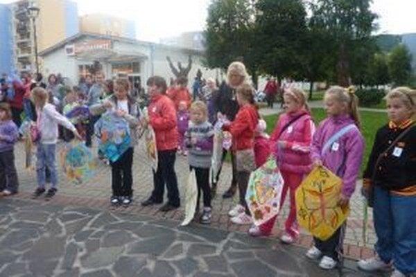 Mesto Turzovka a Kultúrne a spoločenské stredisko aj v tomto roku pripravili podujatie pre deti pod názvom Šarkaniáda – Lietajúce rozprávky.