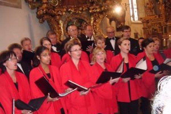 Miešaný spevácky zbor Kysuca sa vrátil z turné po severe Talianska.