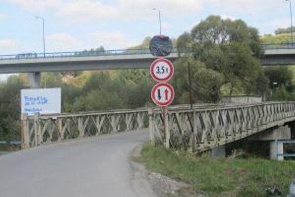 Most v Čadci – Bukove slúži ako obchádzkový. Využívajú ho najmä vodiči ako skratku cesty do mesta.
