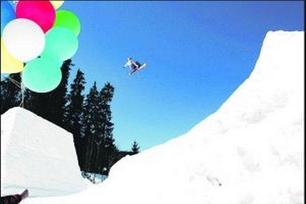 Matej sa už 11 rokov profesionálne venuje freestyle snowboardingu - skokom na snowboarde. Na konte má 9 titulov majstra Slovenska.