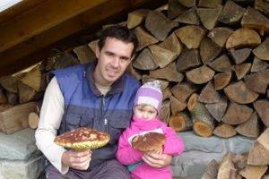 Jozef Sakson s dcérkou Simonkou zo Zákopčia sa vrátili z lesa nielen s pekným zážitkom, ale i úlovkom.