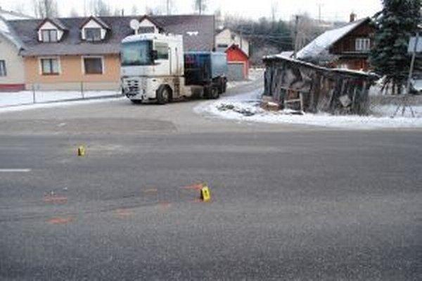 V Novej Bystrici sa v utorok ráno zrazili autobus a nákladné vozidlo. V autobuse sa ľahko zranili dve ženy