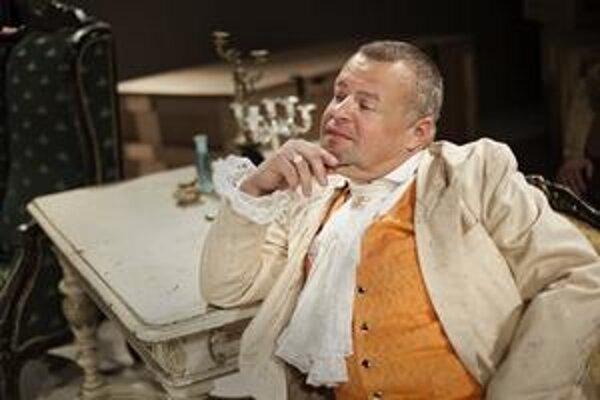 Ivan Vojtek ako  Harpagon v inscenácii Molierovho Lakomca.