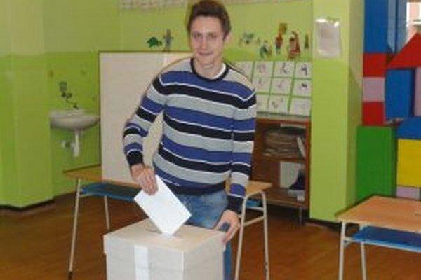 V Čadci na Rázusovej si v tamojšej základnej škole odvolil aj člen volebnej komisie Radoslav Maslík.