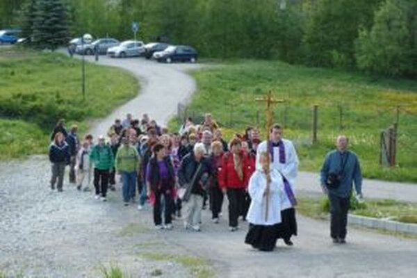 V nedeľu 25. mája o 12. hodine sa uskutoční slávnostná sv. omša v kaplnke na Hore Živčáková pri príležitosti tradičnej jarnej púte.