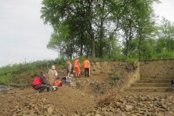 V týchto dňoch robia v Čiernom záchranný archeologický výskum.
