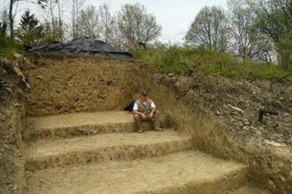 Eduard Koprna si prácu archeológa - amatéra pochvaľuje.