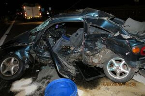Pri tragickej nehode zahynuli dvaja ľudia.