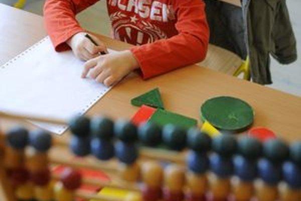 Budúci prváci by mali vedieť počítať do šesť, poznať geometrické tvary i farby.