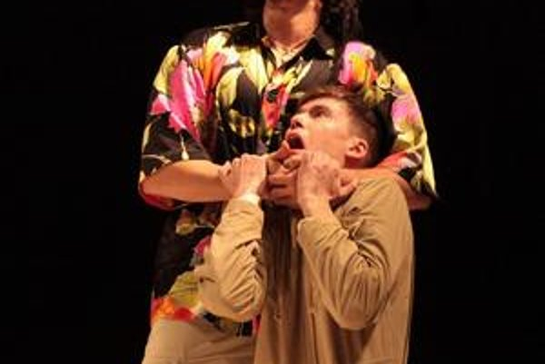 Karol Csino (hore) ako Othello.