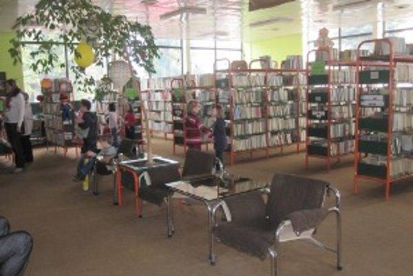 Detskí čitatelia. V knižniciach čadčianskeho okresu tvoria 57, 03% z celkového počtu používateľov.