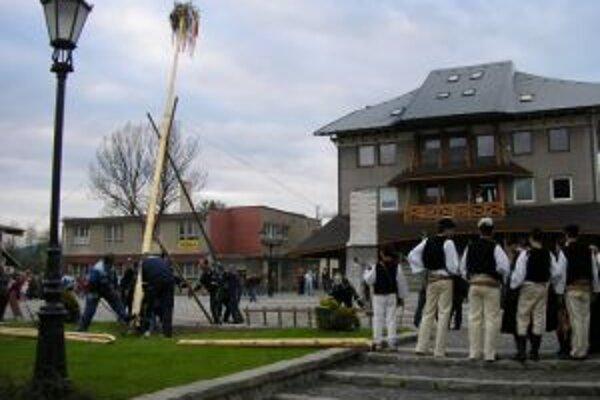 Aj v Starej Bystrici má stavanie májov svoju tradíciu.