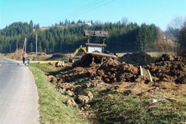 Počas výstavby sa poškodilo množstvo komunikácií. Niektoré ešte čakajú úpravy.