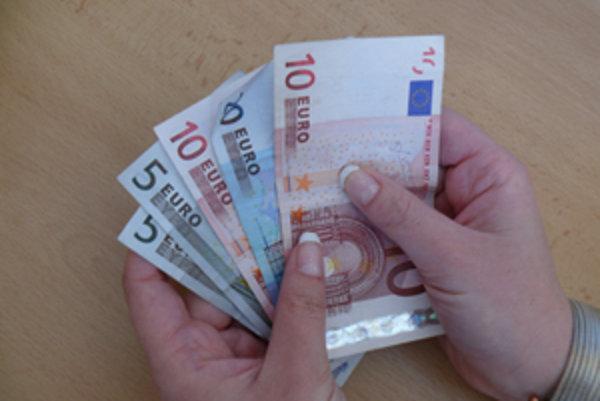 Najlepšie zarábajúca skupina ľudí s dĺžkou praxe od 6 až 10 rokov v priemere zarobí 1084 eur v hrubom.