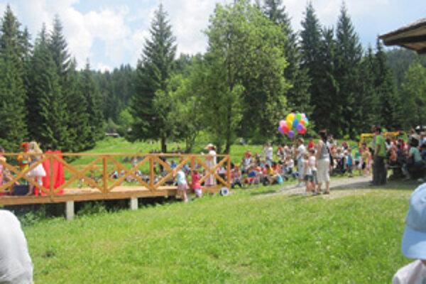 Túto nedeľu sa zišlo v skanzene takmer tristo detí z celého Žilinského kraja, čo bolo o stovku viac ako minulý rok.