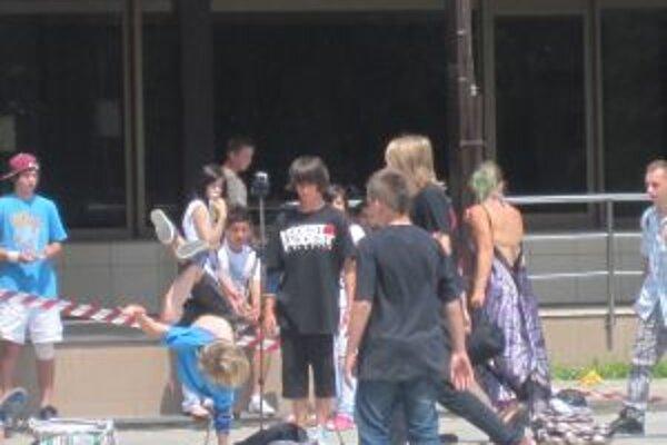 Streetovým umením je bezpochyby aj break dance. Ani ten na Matičnom námestí nechýbal.