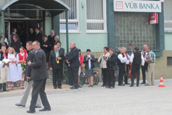 Včera slávnostne otvorili novovybudované námestie v Krásne nad Kysucou.