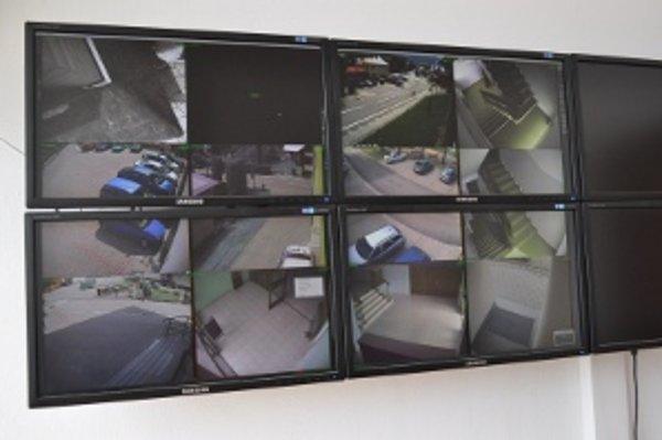 Obvodnému oddeleniu PZ v Starej Bystrici pomáha aj obecný kamerový systém.