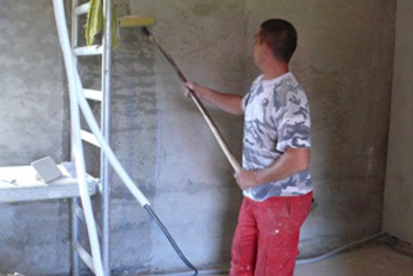 V interiéri domu sa intenzívne pracuje. Do konca roka ho plánujú dokončiť.