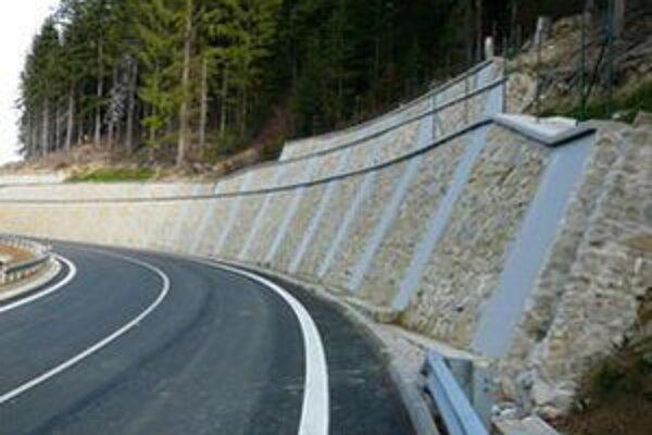 Spojnica medzi Kysucami a Oravou patrí k najnáročnejším úsekom na údržbu.