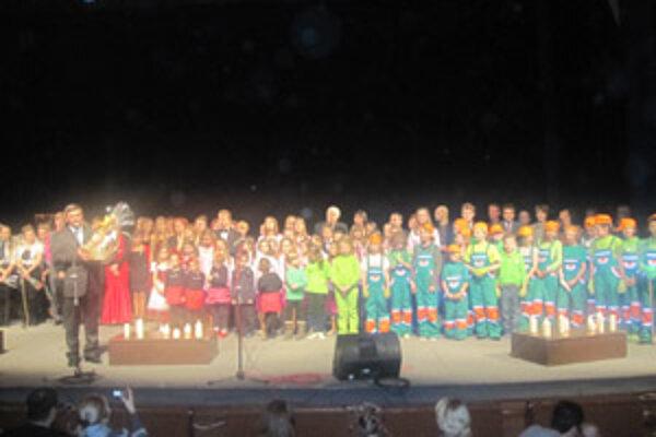 Na pódiu sa predstavili talentované deti zo ZUŠ J. Potočára.