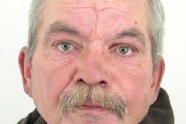 Aj 49-ročný Jozef Surovka sa skrýva.