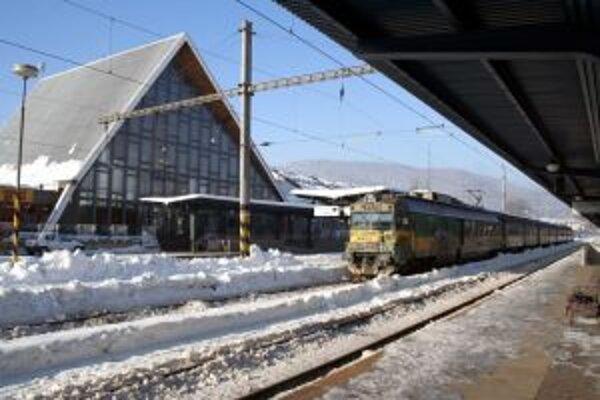 Železničnú stanicu v Čadci využívajú bezdomovci najmä v zime.