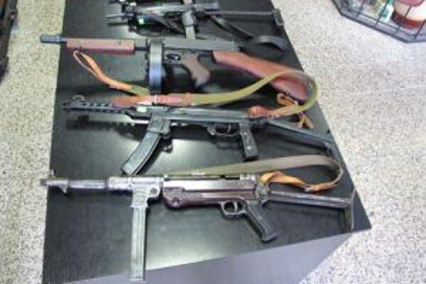 Nové legislatívne opatrenia sprísňujú podmienky držby zbraní.